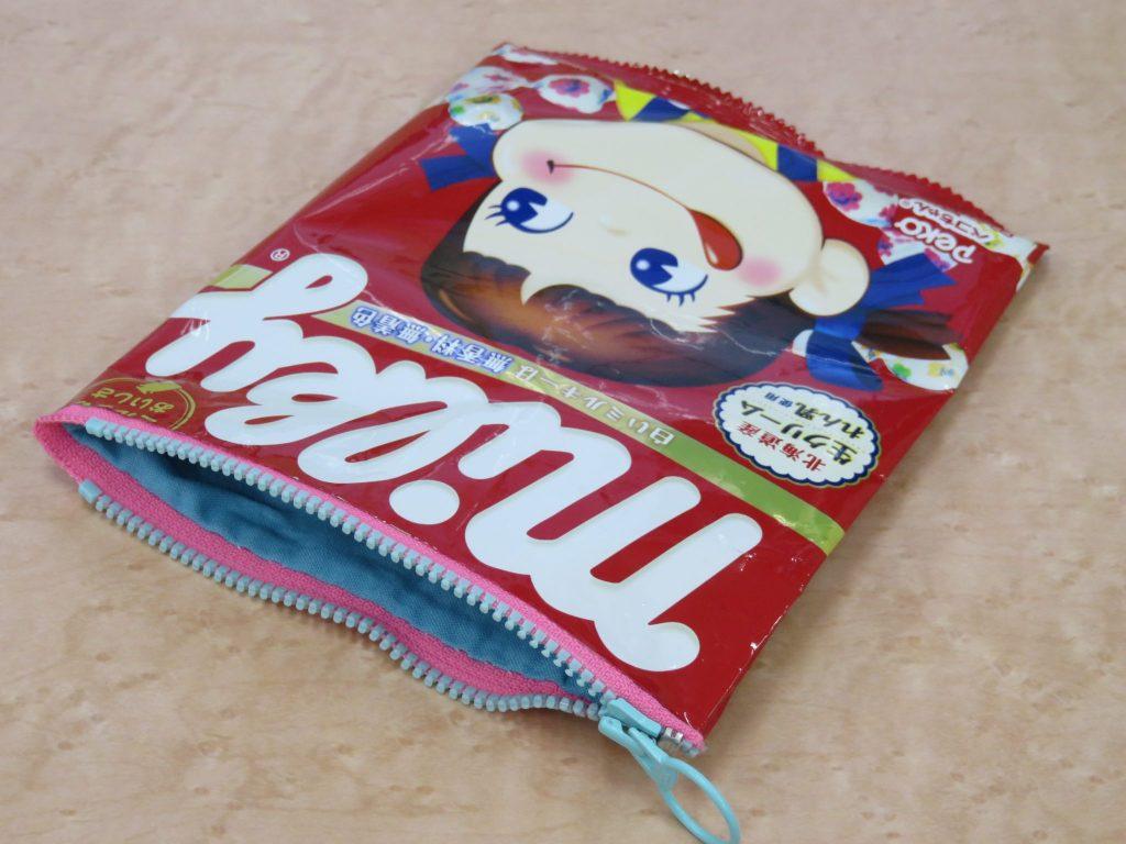 お菓子の袋でつくる「お菓子なポーチ」