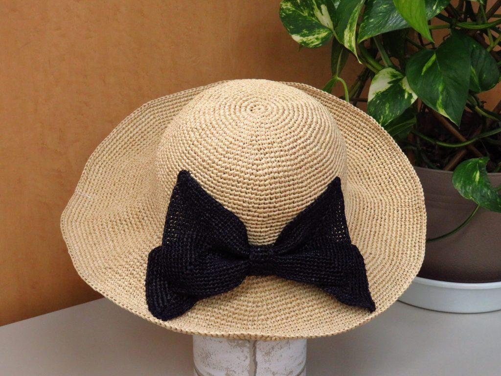 ハマナカ エコアンダリアで編む「リボン付つば広帽子」